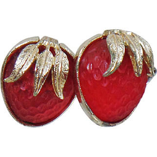 Vintage Strawberry Frosted Glass Earrings. Sarah Coventry. Frosted Glass Strawberry Earrings.