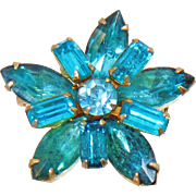 Vintage Aqua Rhinestone Star Brooch. Turquoise Blue Rhinestone Star Pin.