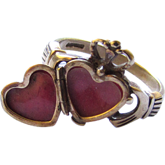 Vintage 9K Yellow Gold Irish Claddagh Fede Ring Hands Hold Crowned Open Locket Heart