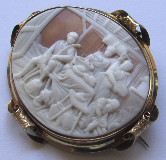 Antique Victorian 15K Gold Cameo Brooch Country Scene