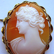 Vintage 9K Yellow Gold Hand Carved Shell Cameo Brooch Hera