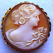 Vintage 10K Yellow Gold Carved Shell Cameo Pin Pendant