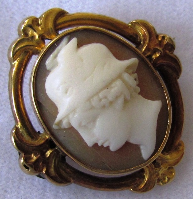 Antique Victorian 18K Yellow Gold Cameo Brooch Mercury