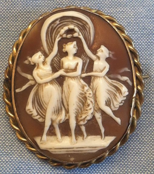 Antique Victorian Pinchbeck Carved Shell Cameo Brooch Three Graces