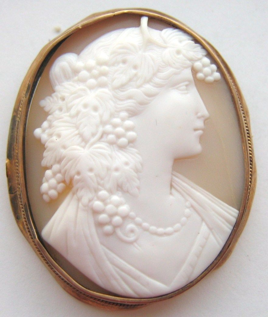Antique 9K Yellow Gold Hand Carved Shell Cameo Brooch Bacchante Maiden