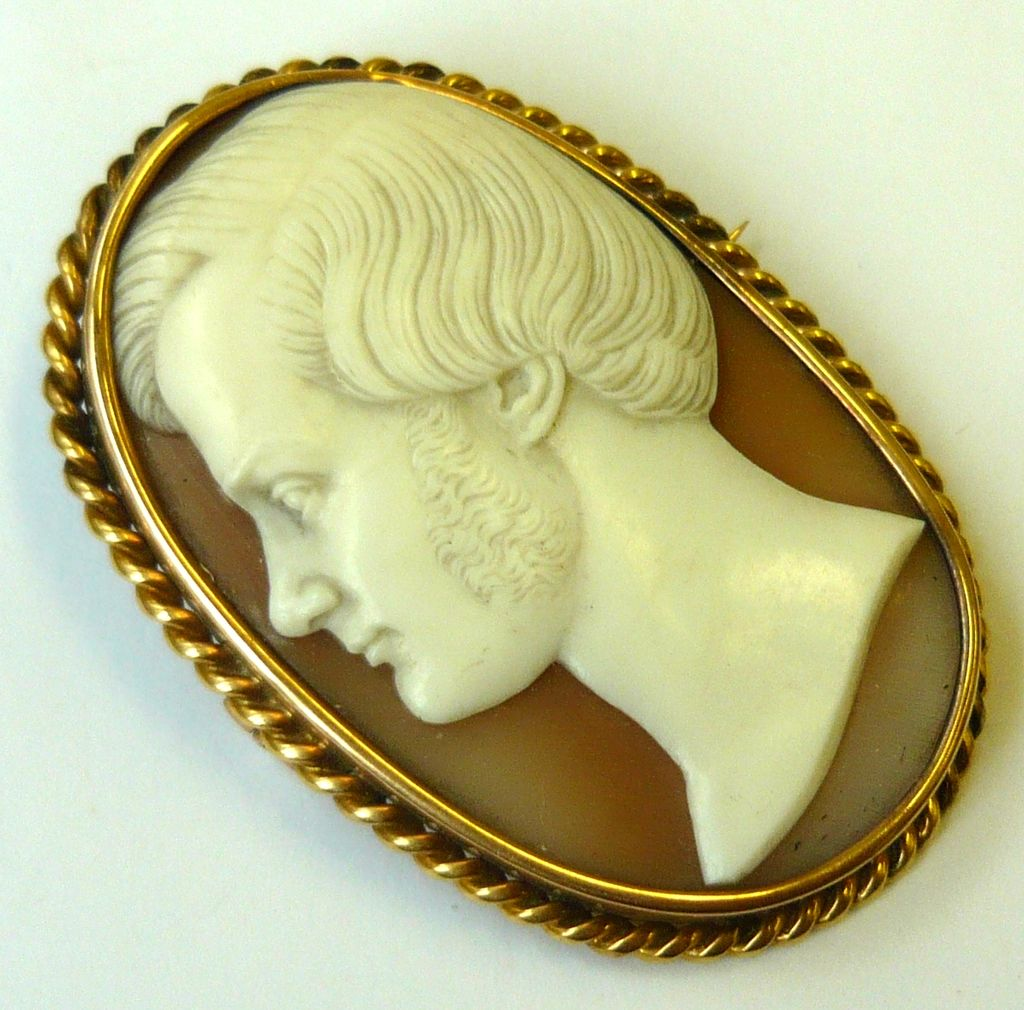 Antique Victorian 12K Yellow Gold Shell Cameo Brooch Pendant Prince Albert