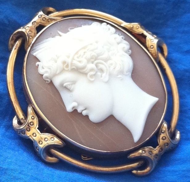 Antique Victorian 9K Yellow Gold Carved Shell Cameo Brooch Demeter