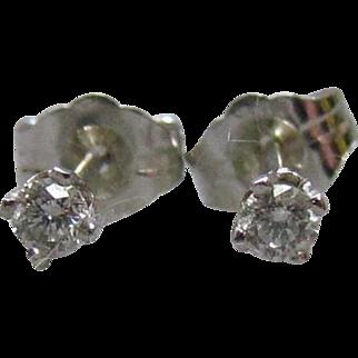 14K White Gold 0.10ctw Diamond Stud Earrings
