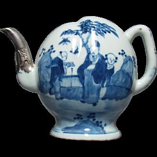 Daoguang (1821 – 1850) Cadogan Blue & White Porcelain Teapot