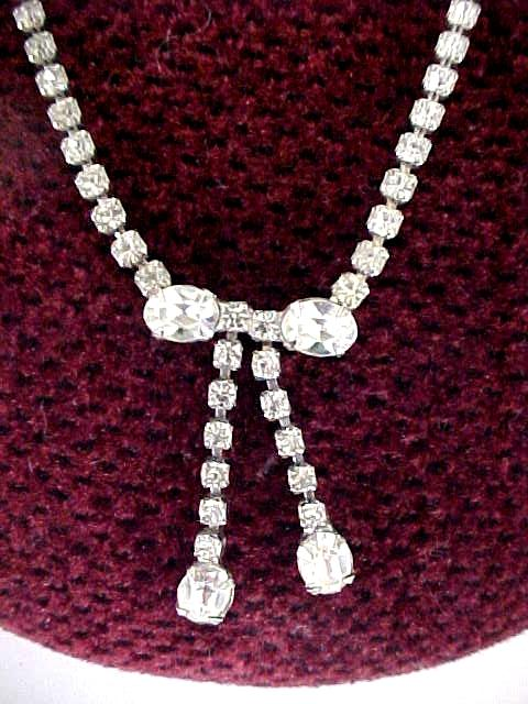 Vintage Rhinestone Love Bow Necklace-Very Elegant
