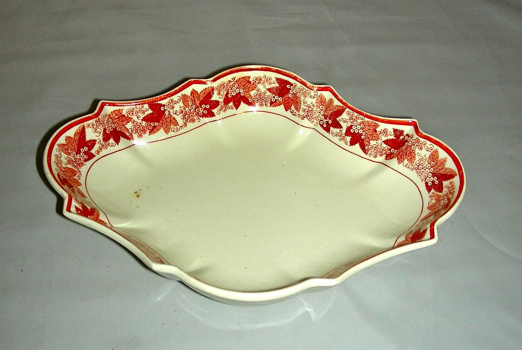 Early 19th C English Creamware Dessert Dish w/ Rare Red Grape Leaf & Cluster  Decoration