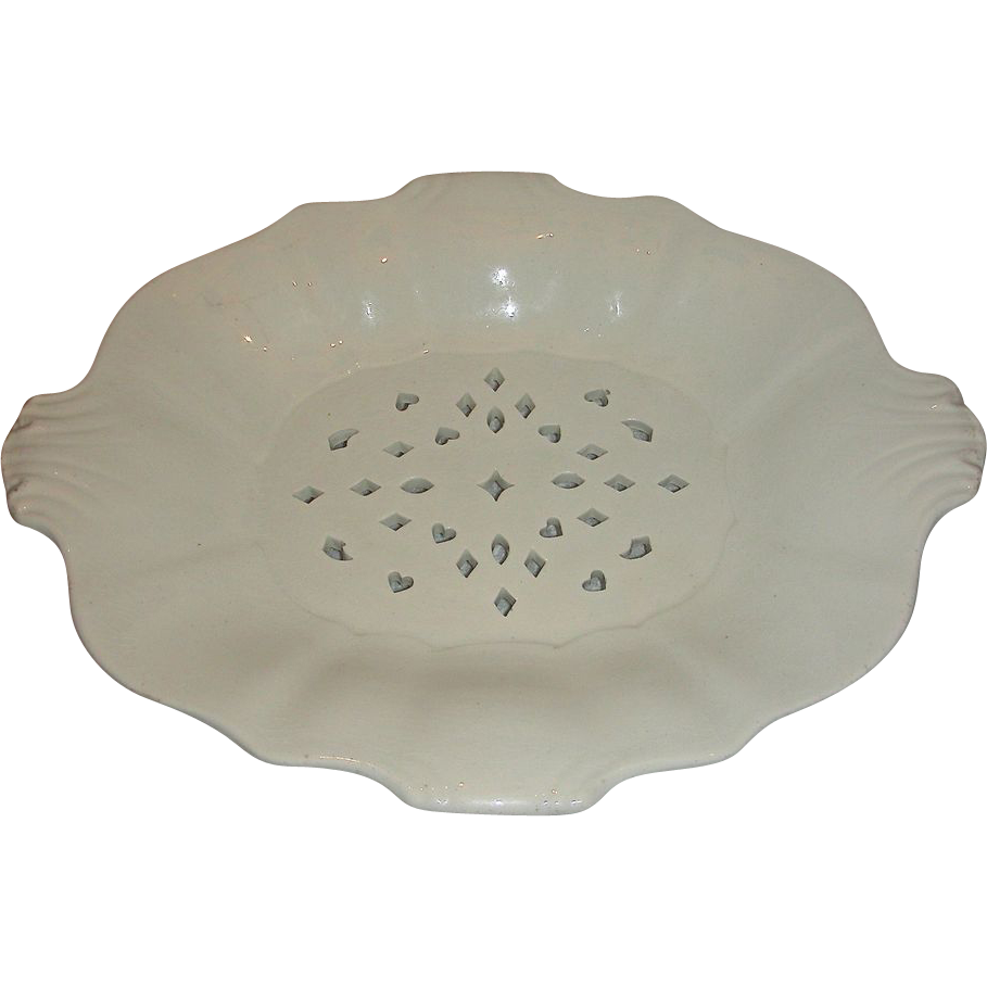 Footed Wedgwood Creamware Cress or Berry Dish w/ Pierced Cut-outs, c. 1820