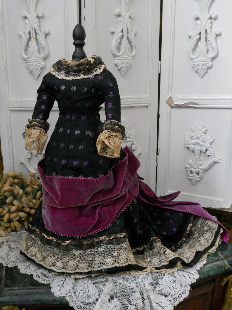 ~~~ Marvelous Antique Fashion Silk Ball Gown / circa 1870-75 ~~~
