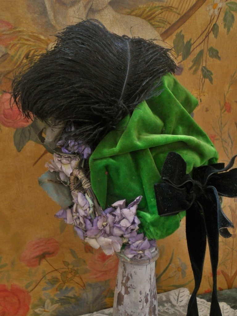 ~~~ Beautiful French Silk Velvet Bebe Bonnet ~~~
