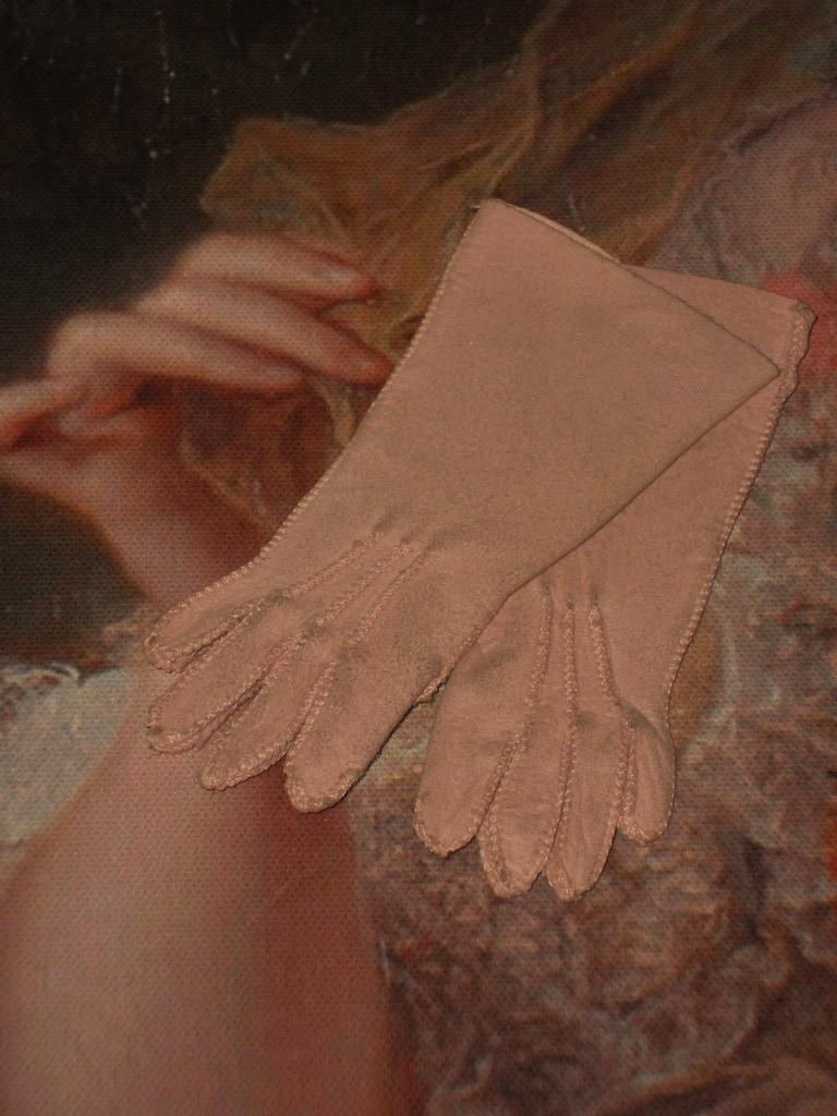 ~~~ Lovely pink Fashion Doll Gloves ~~~