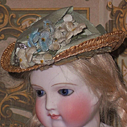 ~~~ Pretty Poupee Straw Bonnet for Rohmer , Huret or other early Poupee ~~~