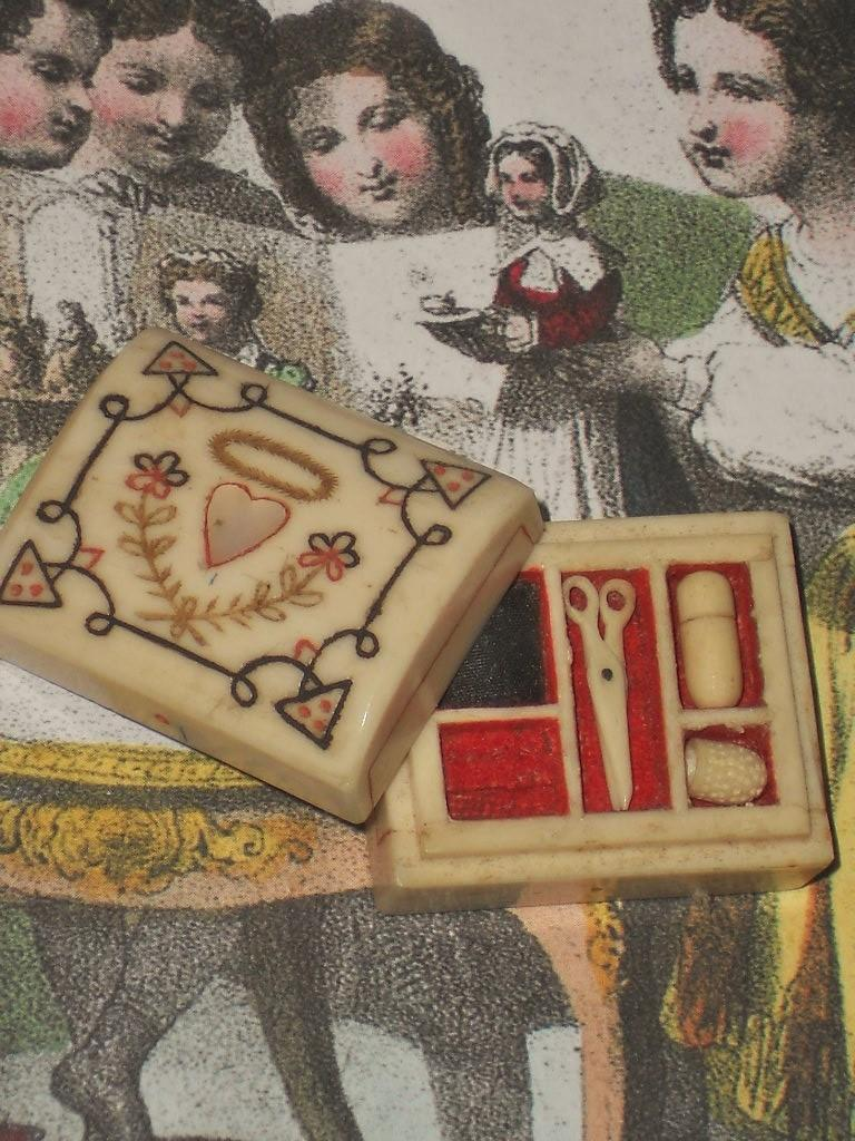 ~~~ Rare French Tiny Miniature Poupee Sewing Necessaire ~~~