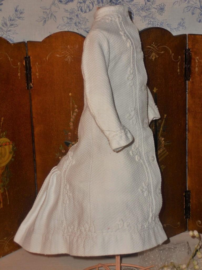 ~~~ Superb White Waffle-Weave Poupee Gown / 1880th. ~~~