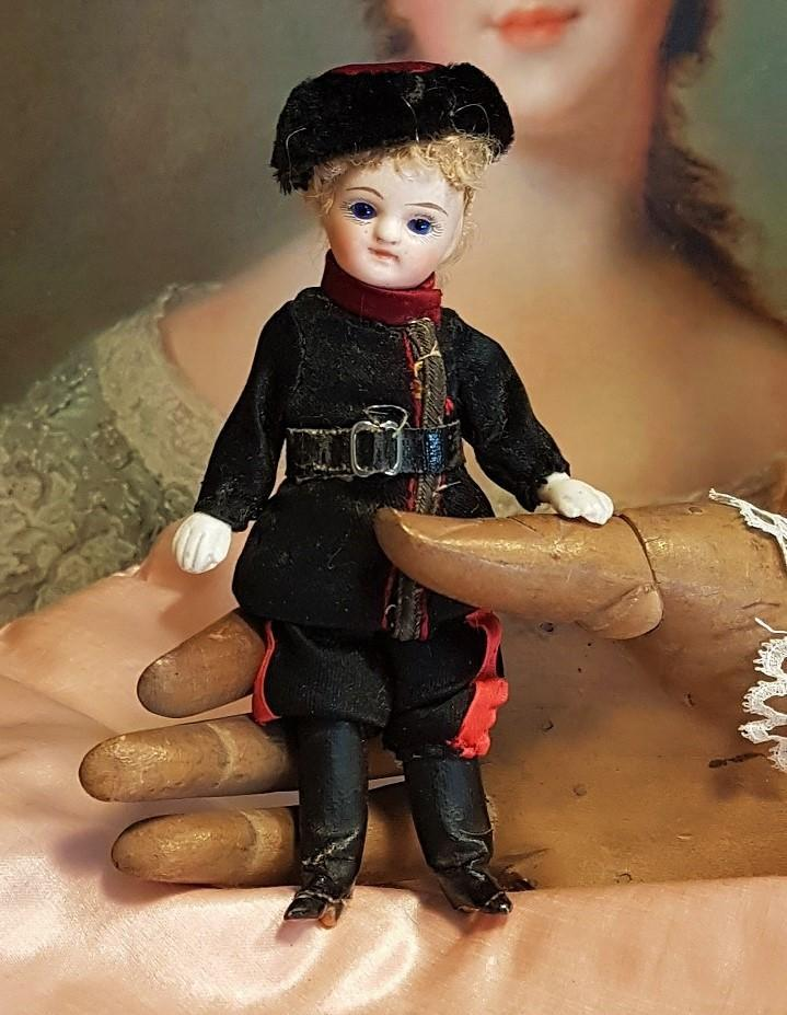 ~~~ Lovely French All Bisque Mignonette in nice original Russian Costume ~~~