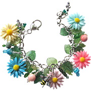 Daisy Charm Bracelet of Colorful Daisies with Sparkling Beads and a Bumble Bee