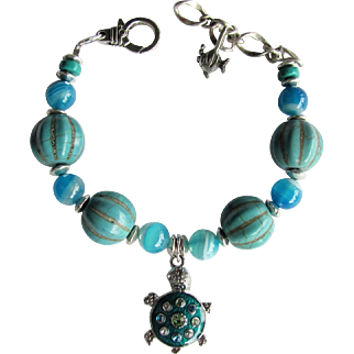 Sea Turtle Charm Bracelet with Agate and Magnesite Beads in Aqua and Turquoise Colors