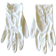 Vintage 1950's White Gloves – Wrist Length with Little Bows by Personality