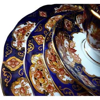 Rare 5 Piece Dinner Service Royal Albert Heirloom Gold & Cobalt Background MINT
