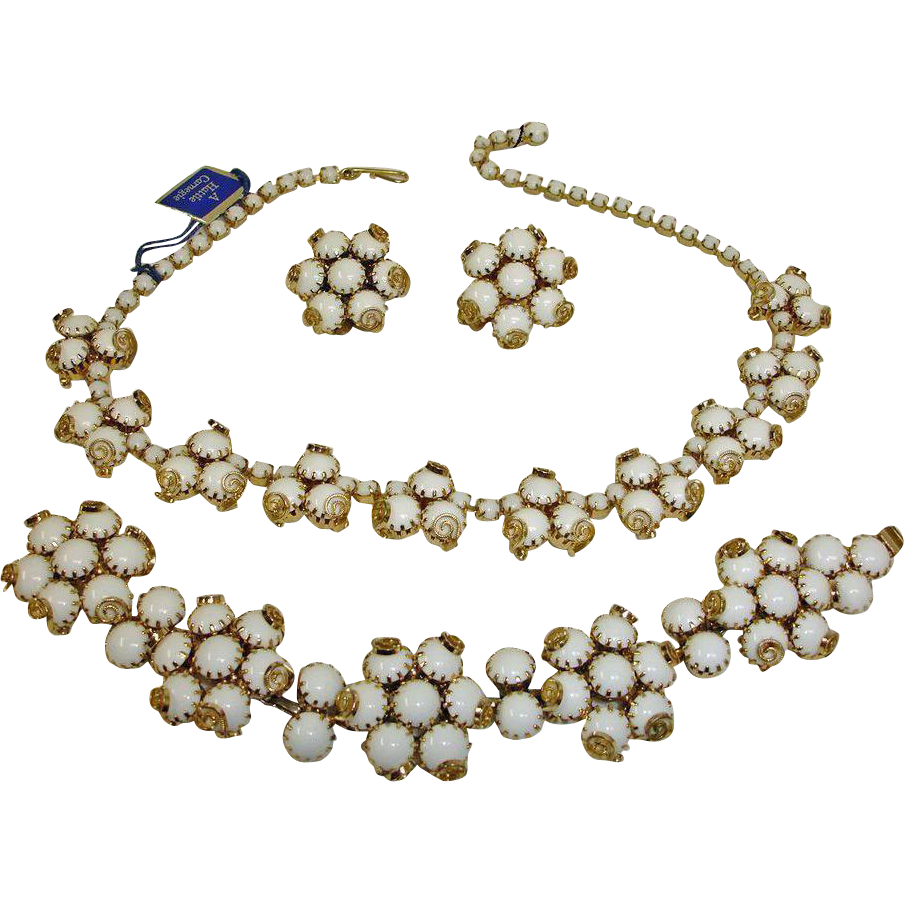HATTIE CARNEGIE Parure  - Vintage Hattie Carnegie Parure Jewelry - White Glass Necklace Bracelet Earrings Set - With ORIGINAL TAG