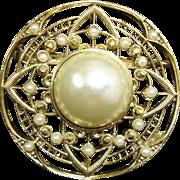 Vintage Pin - Faux Pearl and Gold Tone Circle Pin / Brooch