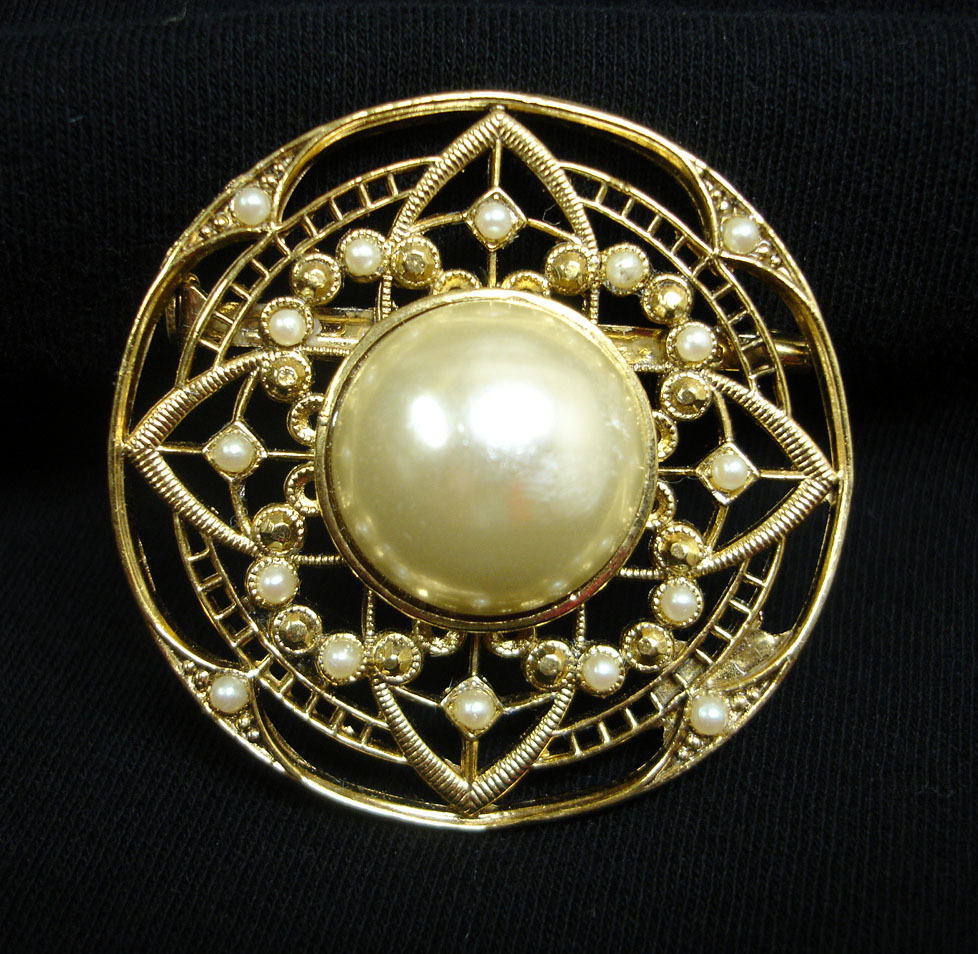 Vintage Pin - Faux Pearl and Gold Tone Circle Brooch