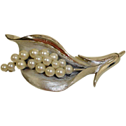 Crown Trifari Brooch Pin - Faux Pearls Silver Tone – Vintage TRIFARI Jewelry