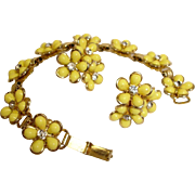 Circa 1950 Demi Parure - Yellow Daisy Bracelet and Earrings Set - Vintage Thermoset and Rhinestones Jewelry