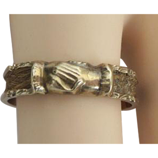 """19TH Century 14KARAT Yellow Gold Mourning Hair Ring """"CLASPING HANDS"""""""