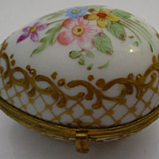 "Beautiful Antique Paris Porcelain Pill  Thimble Box ""Lovely Flowers and Gilding"""