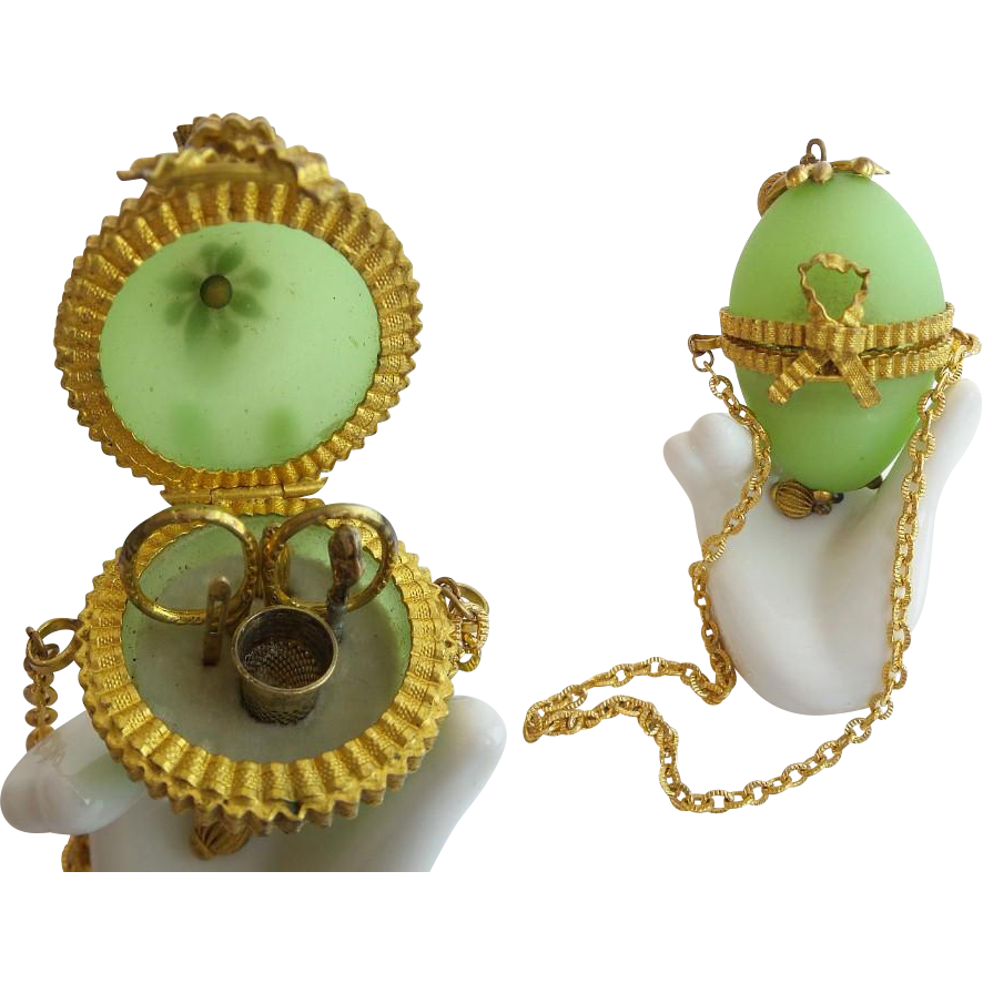 "1860 French Green Opaline Etui ""5 PIECES"""