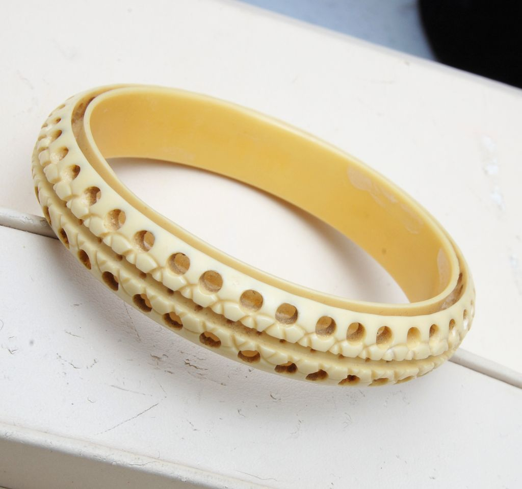 Beautifully Carved Celluloid Bracelet