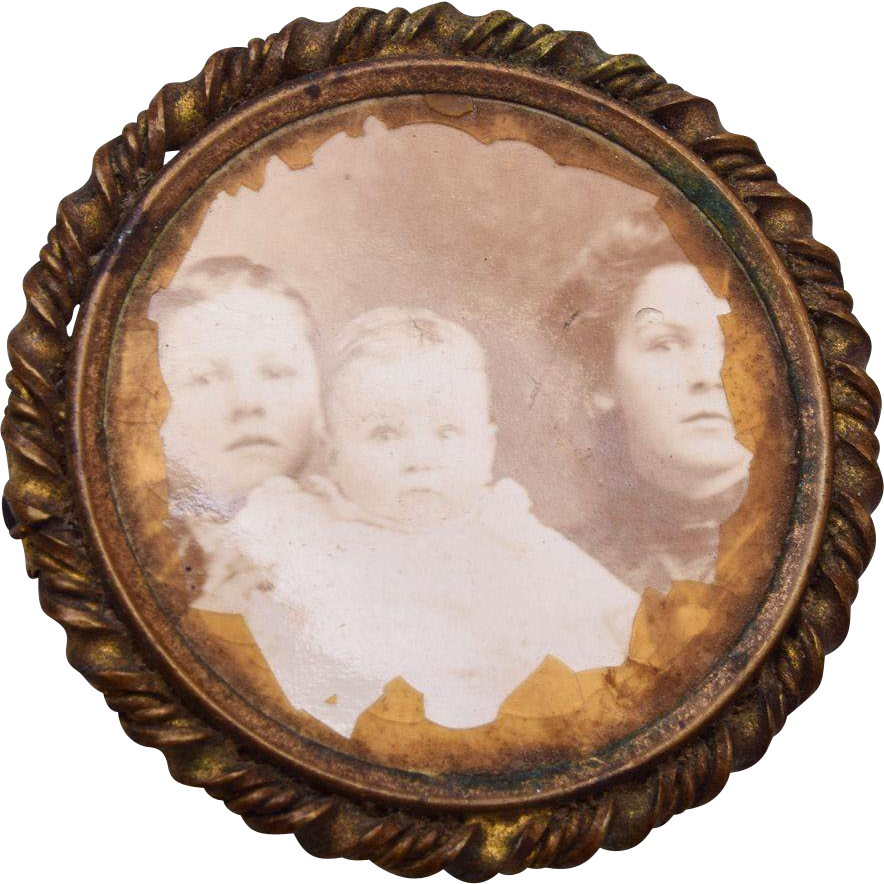 Old Picture Frame Brooch