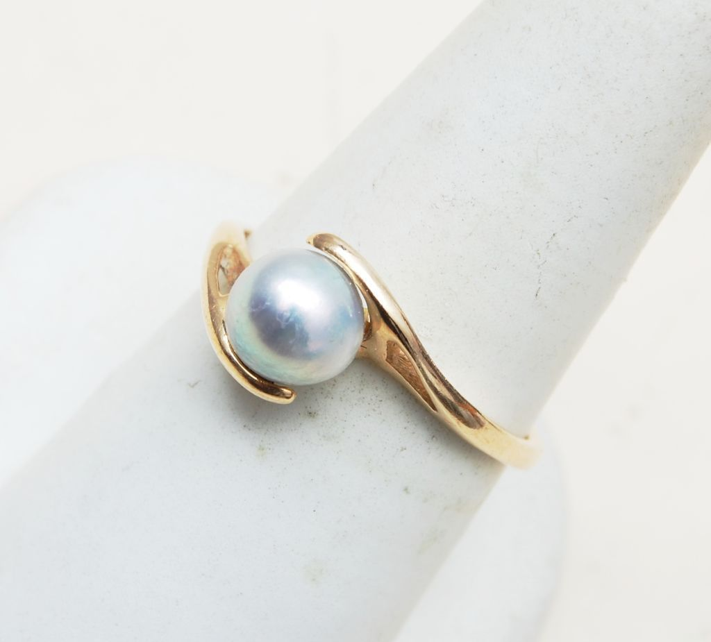 14kt Gold Ring With Cultured Gray Pearl size 9