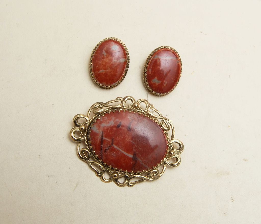 Whiting and Davis Agate Stone Brooch and Earring Set