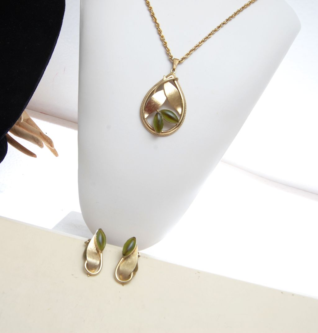 Whiting and Davis Green Givre Glass Necklace and Earring Set