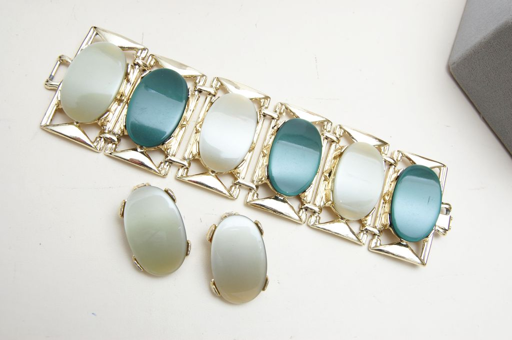 PAM Lucite Bracelet and Earrings Set