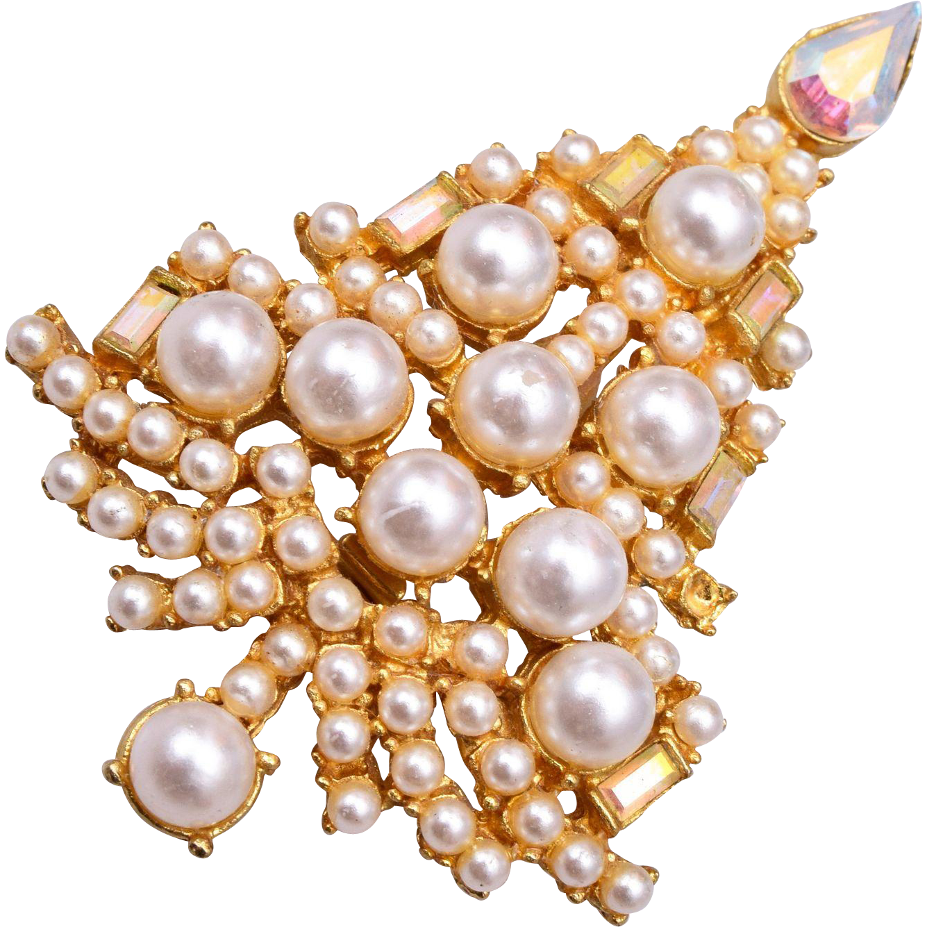 Beautiful Faux Pearl Christmas Tree Brooch