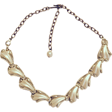 Pearly White Thermoset Links Necklace