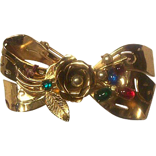 Coro Pegasus Mark Bow Pin with Glass Cabs Like New