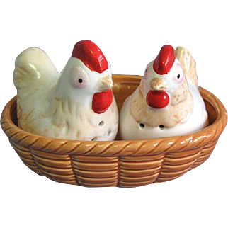 Vintage Ceramic Chickens Chicks in Nest Salt and Pepper Shakers Set