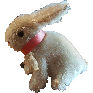 """Adorable 1940's Steiff Sitting Rabbit with Collar and Bell 5 1/2"""""""