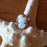Vintage Italian Cameo Ring in 9 Karat Gold
